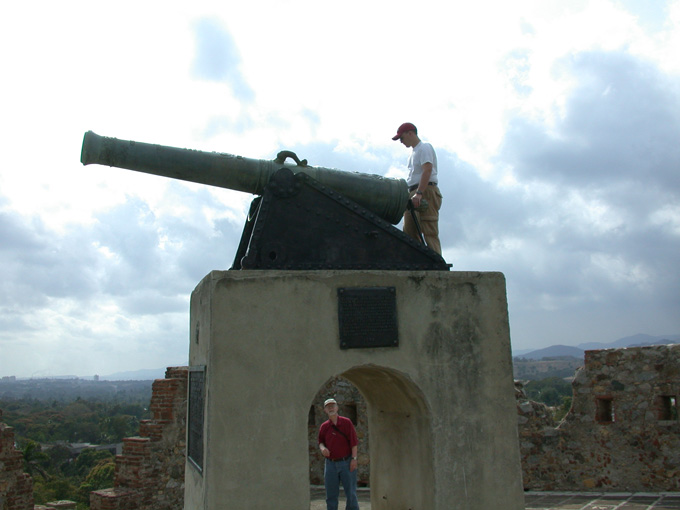 Spanish colonial cannon monument at El Viso
